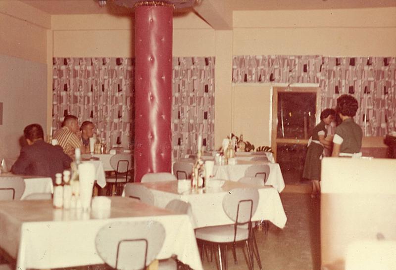 大山本店60年代レストラン内